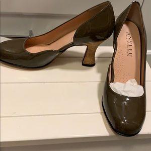Anyi Lu Olive Brown Cork Heel Pumps